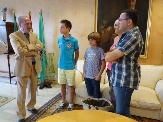 Antonio González y padres