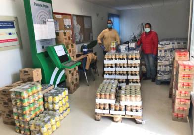 Servicios Sociales atiende a 100 familias con el reparto de 8.550 kilos de alimentos