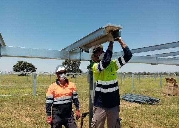Endesa anuncia la contratación de 300 personas en sus plantas fotovoltaicas de Carmona