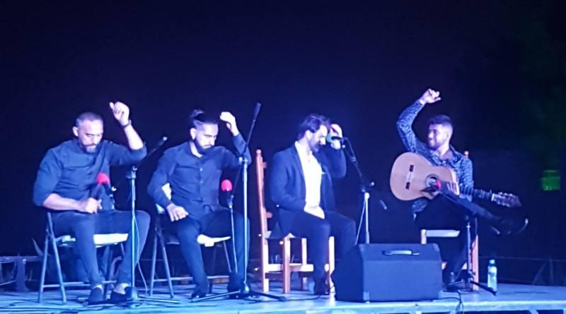 Carlos Guillén se gana al público de Mairena en su presentación oficial