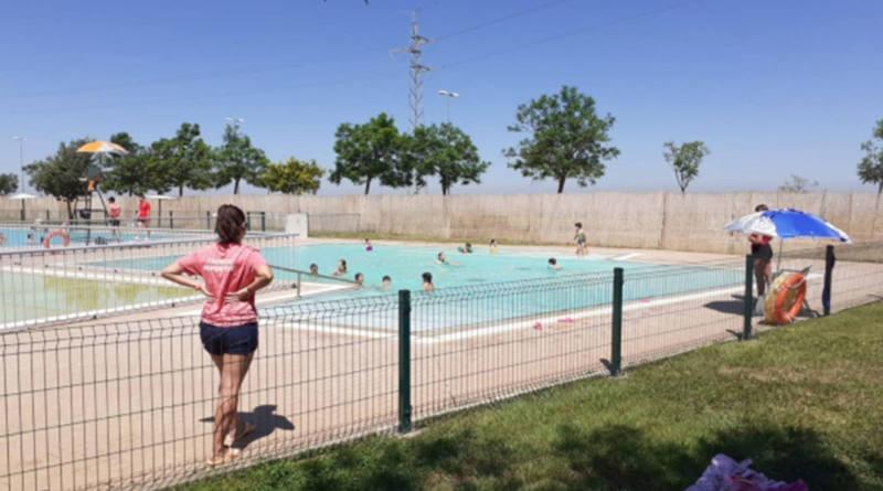 Carmona abre su piscina de verano  pero reduce el aforo de bañistas para garantizar su seguridad