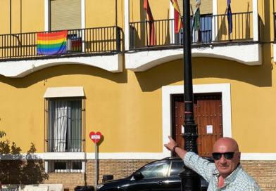 VOX Mairena del Alcor exige al alcalde del PP que retire la bandera LGTBI del Ayuntamiento