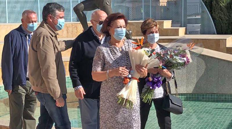 Ayuntamiento realiza ofrenda floral ante el monumento de Miguel Ángel Gómez Campuzano