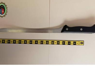 Un agente de la Policía Local visueña fuera de servicio evita que una riña se agravara al retirar un cuchillo de grandes dimensiones
