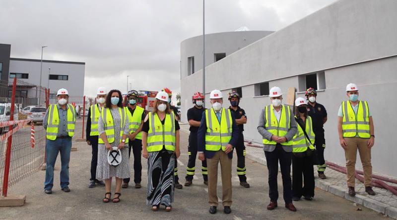 Fernando Rodríguez Villalobos visita el futuro parque de bomberos de Mairena